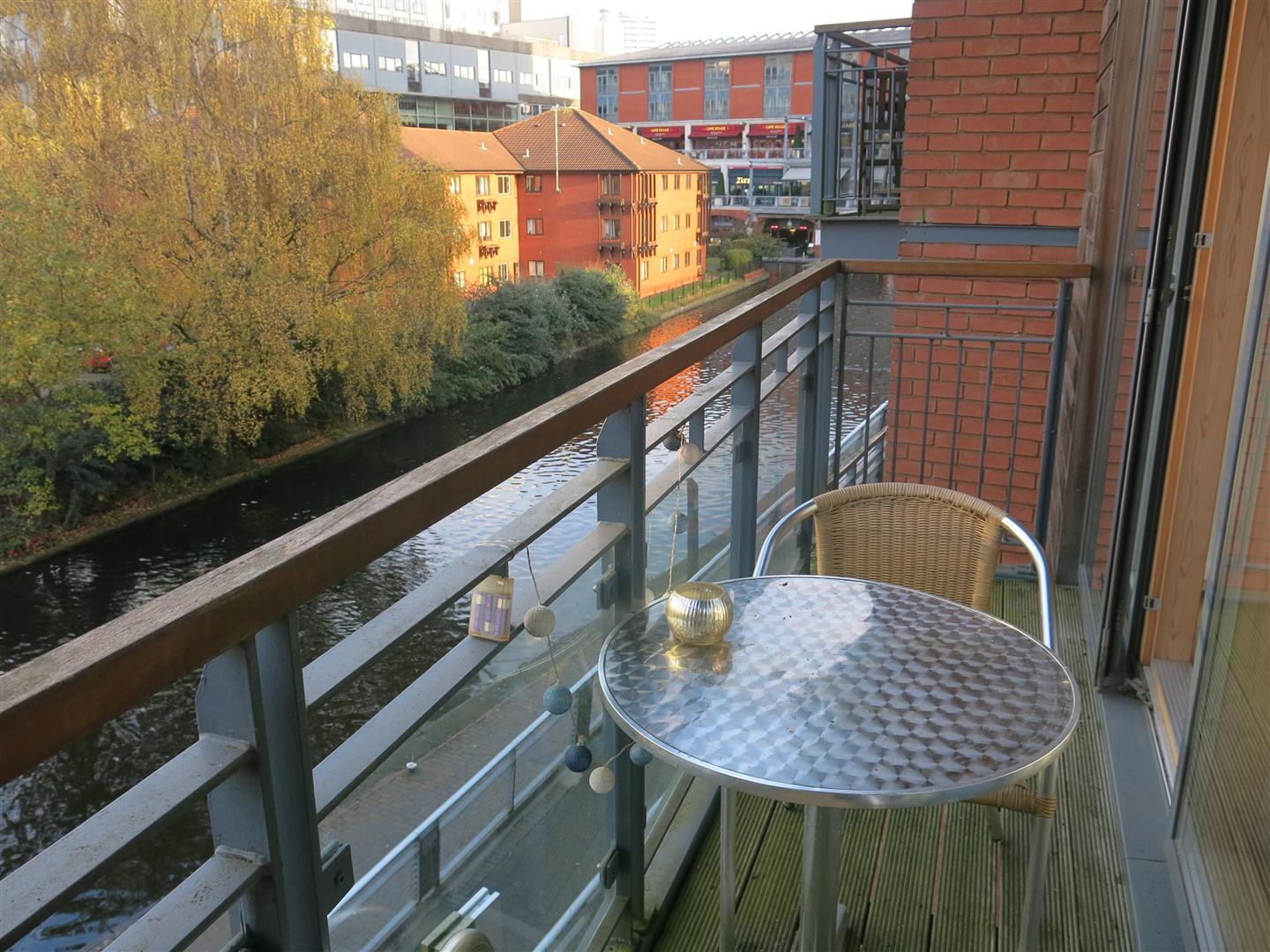 2 Bedrooms Apartment Flat for sale in Waterfront Walk, Birmingham